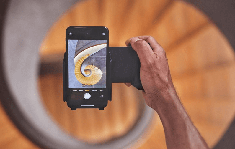 ShiftCam ProGrip seeks to turn your phone into a DSLR (professional camera)