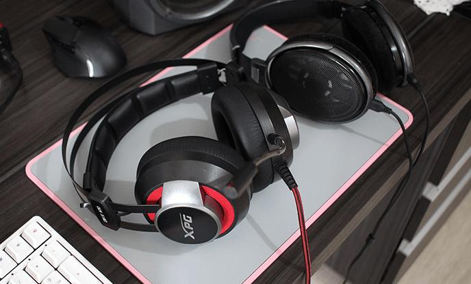 XPG EMIX H30 SE headset review - XPG Emix H30 SE on the left - Sennheiser HD650 on the right