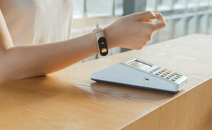 Xiaomi Mi Band 5 Smartband Launches- What Has Changed to Mi Band 4 - Xiaomi Mi Band 5 being used for payment by approach via NFC