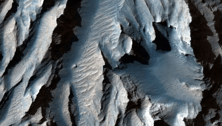 UNPRECEDENTED Images show that Mars has the largest canyon in the Solar System