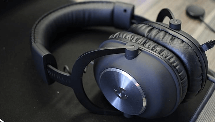 What are the differences between a headphone gamer and a normal one -Robust, sober and... durable appearance